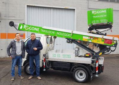 Ragone Traslochi sceglie l'ibrido Piaggio Porter Gas&Benzina Easy Floh 24 metri